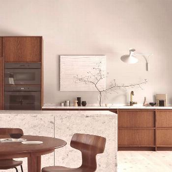 Our rustic kitchen in dark oak becomes a timeless oasis along with the warm Terrazzo