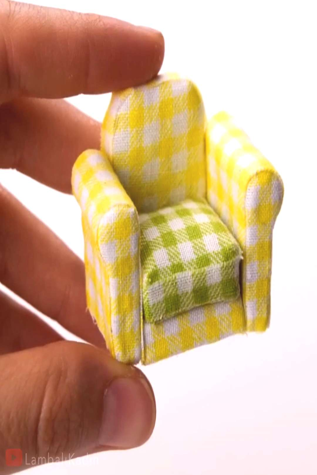 MINIATURE ARMCHAIR Your dollhouse is never complete without miniature furniture! By LambaliKadin